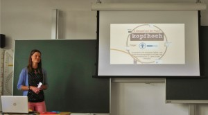 Caroline Stieger stellt kopfhoch als Praxisbeispiel für Öffentlichkeitsarbeit vor